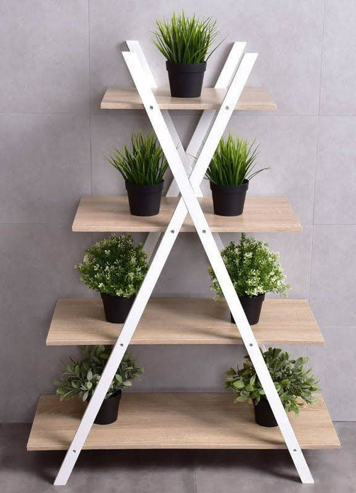 estanteria de madera con diseño