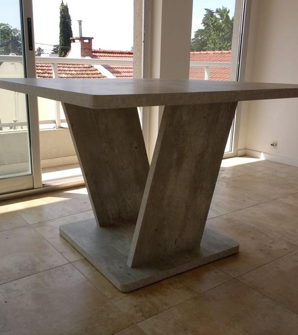 mesa diseñada en madera en argentina