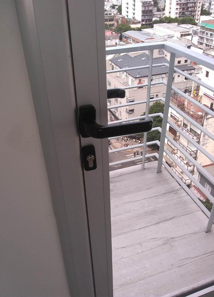 cerramiento de balcon con puerta